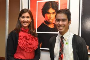 with senator Pia Cayetano, in front of my headshot from last year's Headshot Clinic (taken from her twitter account)