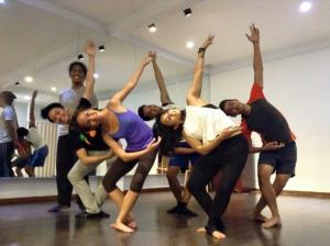 Last Saturday's Adult Beginner's Contemporary class with Jared Luna; I was so tired, I didn't even realise my foot placement was all wrong (photo taken from Daloy Dance School's FB account)