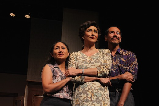 The magnificent and entrancing Cherie Gil leads an ensemble including Angeli Bayani and Jake Macapagal in Arbol de Fuego, an adaptation of Chekhov's The Cherry Orchard